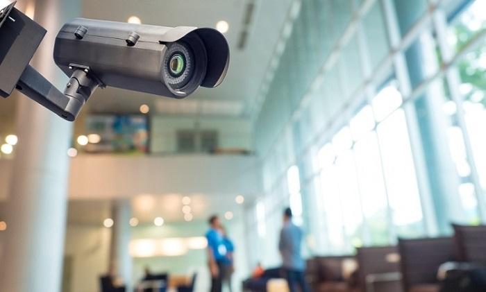 Lắp camera giám sát vừa để đảm bảo an ninh và cũng để giám sát hoạt động của người giúp việc khi không có ai ở nhà.