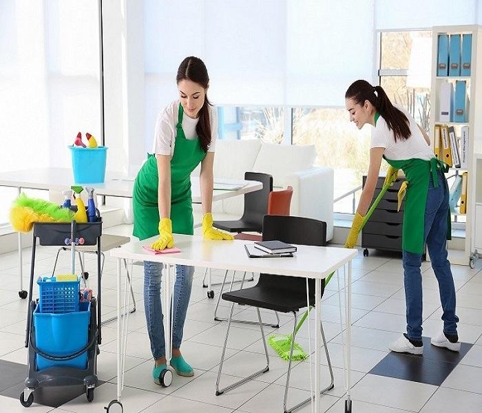 Người giúp việc văn phòng sẽ làm công việc lau chùi, dọn dẹp và sắp xếp đồ dùng tại văn phòng.