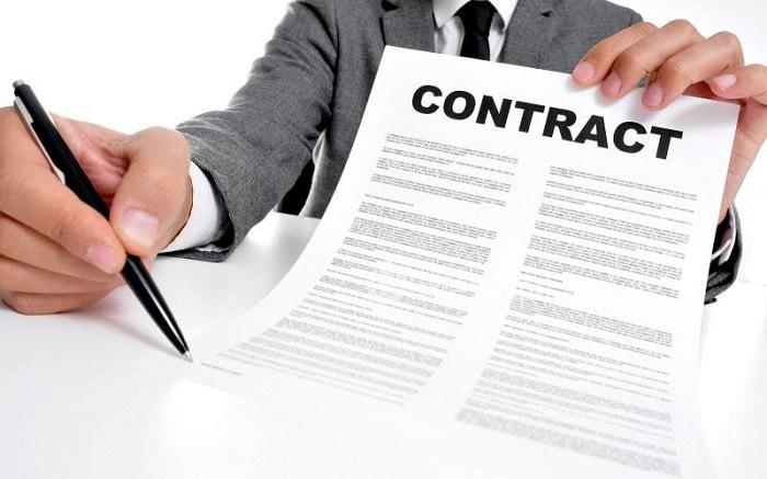 Các điều khoản cần thiết của hợp đồng thuê người giúp việc nhà được quy định tại Khoản 1 Điều 23 Bộ luật lao động.