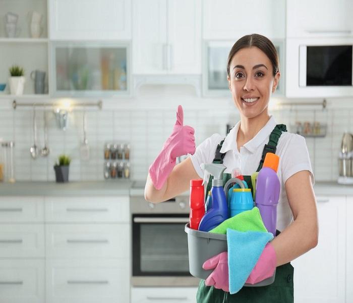 Cuộc sống hiện đại với bộn bề công việc khiến nhiều cặp vợ chồng trẻ luôn gặp áp lực, căng thẳng và họ lựa chọn thuê người giúp việc nhà để đỡ đần công việc. Chính vì thế nên giúp việc nhà hiện nay dần trở thành một nghề hot với mức lương cao.